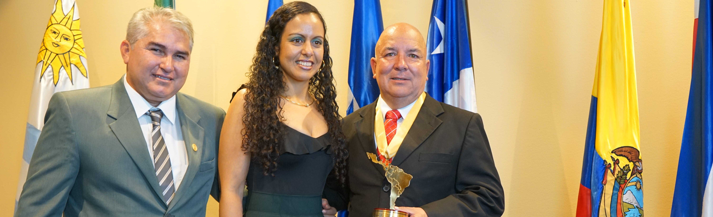 "Luis Oscar Quesada Esquivel recibe el premio ""Alcalde Solidario e Incluyente de Latinoamérica 2019″"