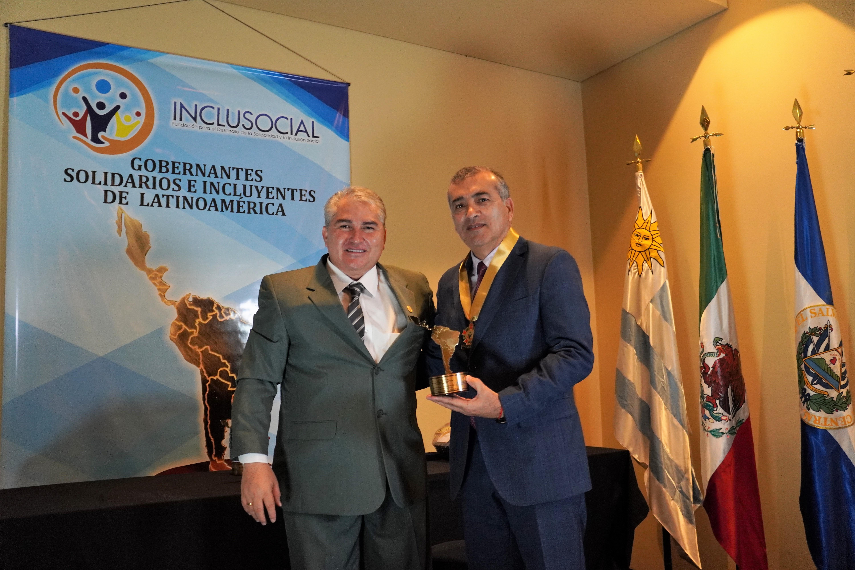 Sergio Elías Vega Venegas recibió el premio «Alcalde Solidario e Incluyente de Latinoamérica 2019»