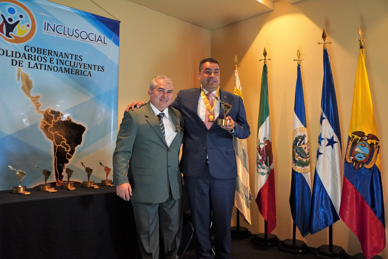 """Jorge Alfredo Lozoya recibió el premio """"Presidente Municipal Solidario e Incluyente de Latinoamérica 2019"""""""