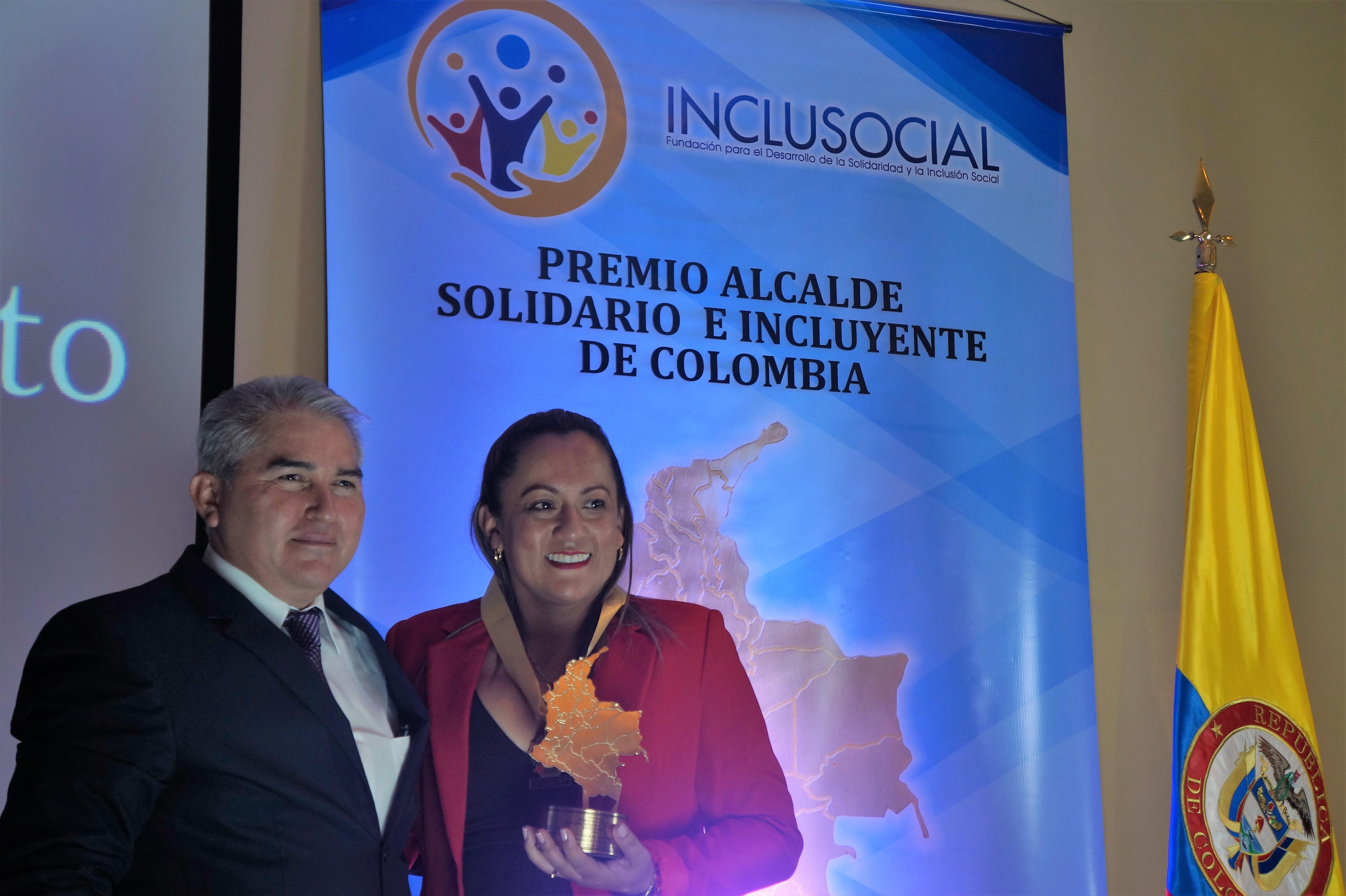 Edna Álvarez recibió el Premio «Alcaldesa Solidaria e Incluyente de Colombia 2019»