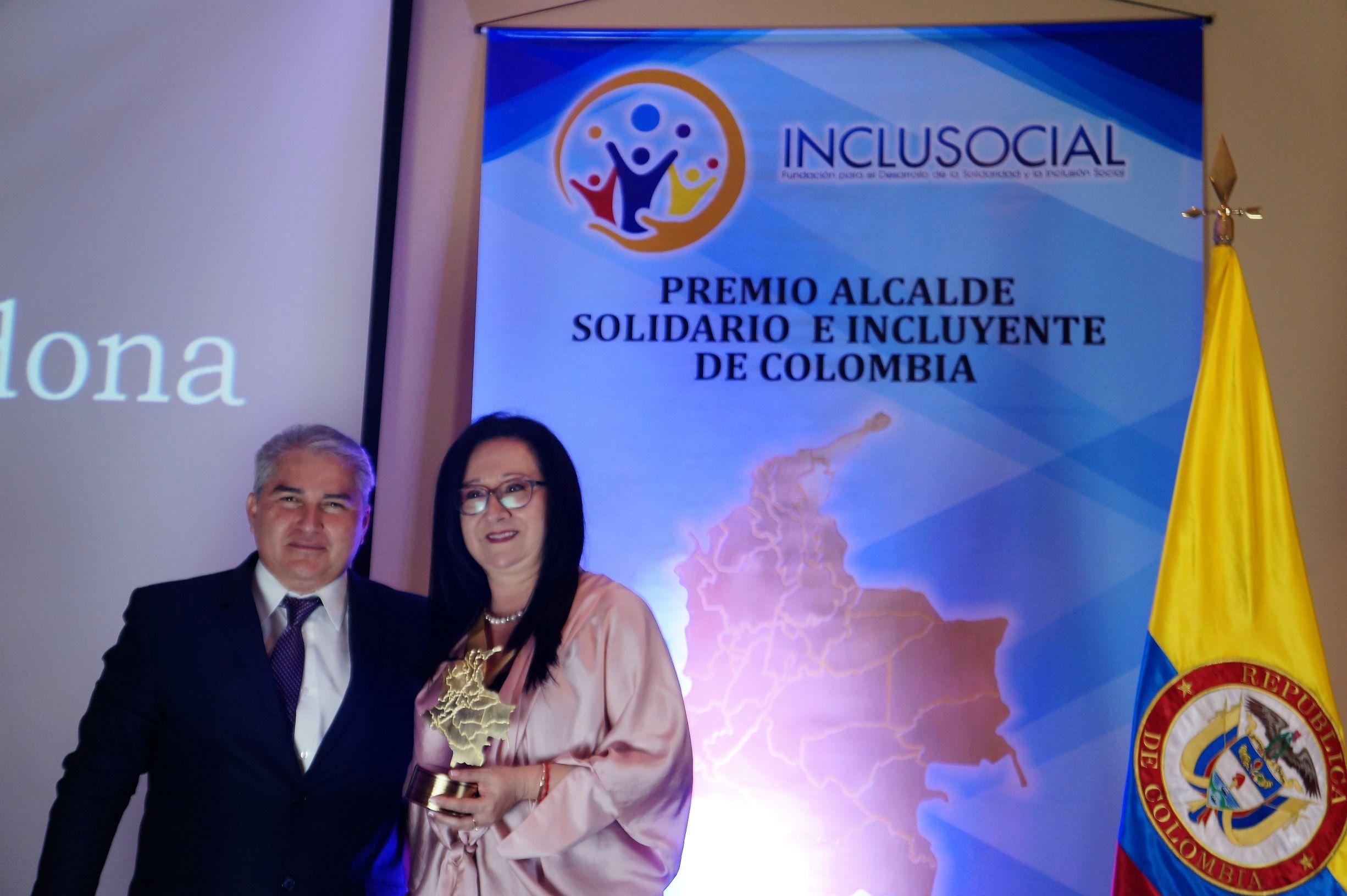 """Gloria Inés Ortíz Cardona recibió el premio """"Alcaldesa Solidaria e Incluyente de Colombia 2019″"""
