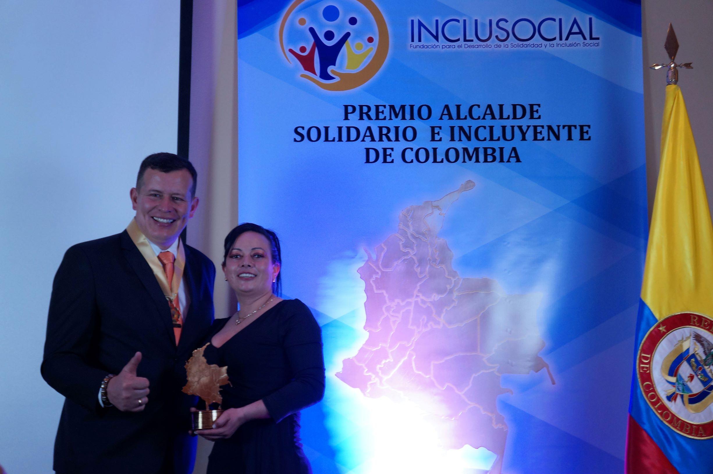 Alejandro Ortiz recibió el premio «Alcalde Solidario e Incluyente de Colombia 2019»