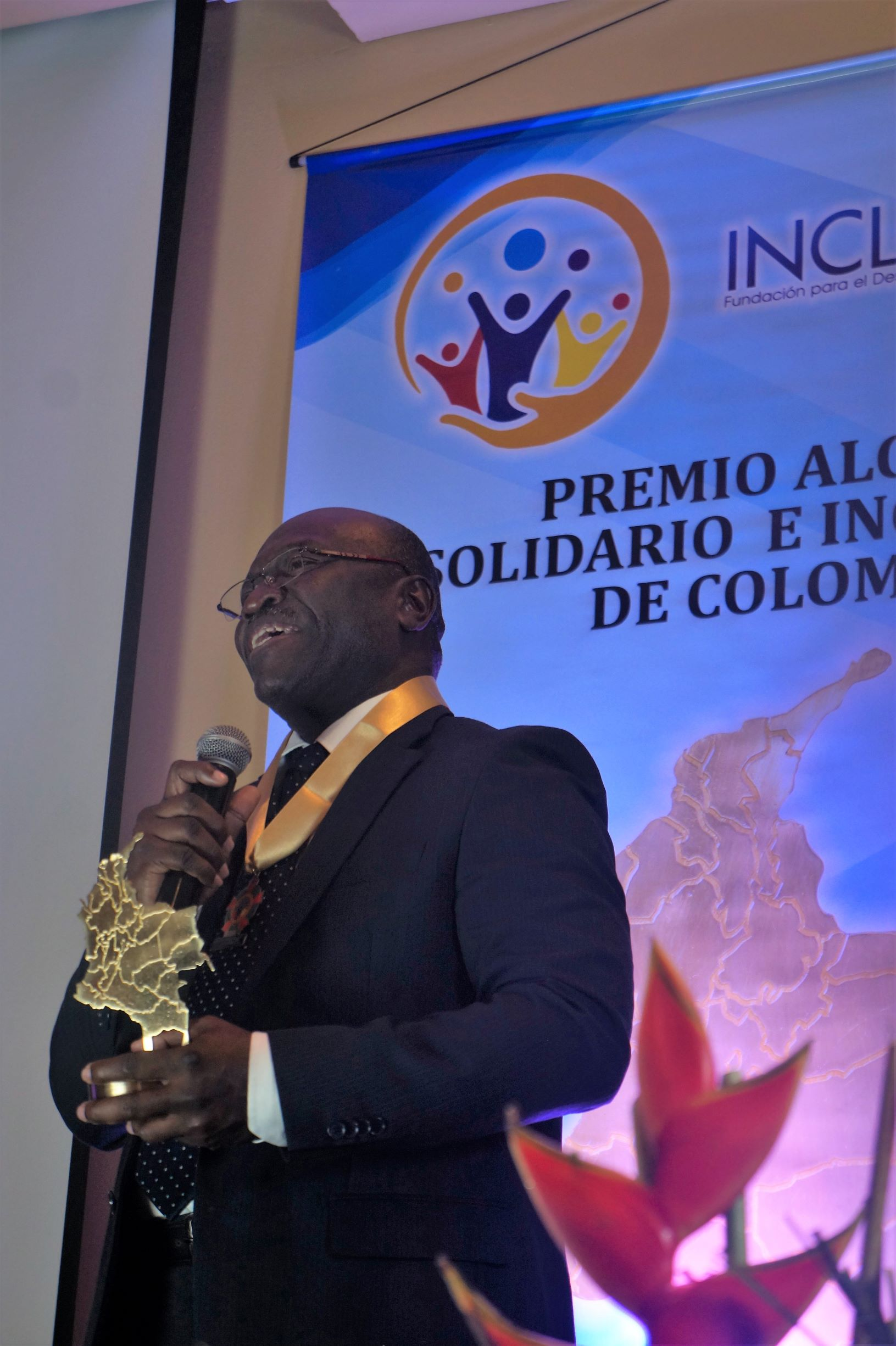 """Maurice Armitage recibió el premio """"Alcalde Solidario e Incluyente de Colombia 2019″"""