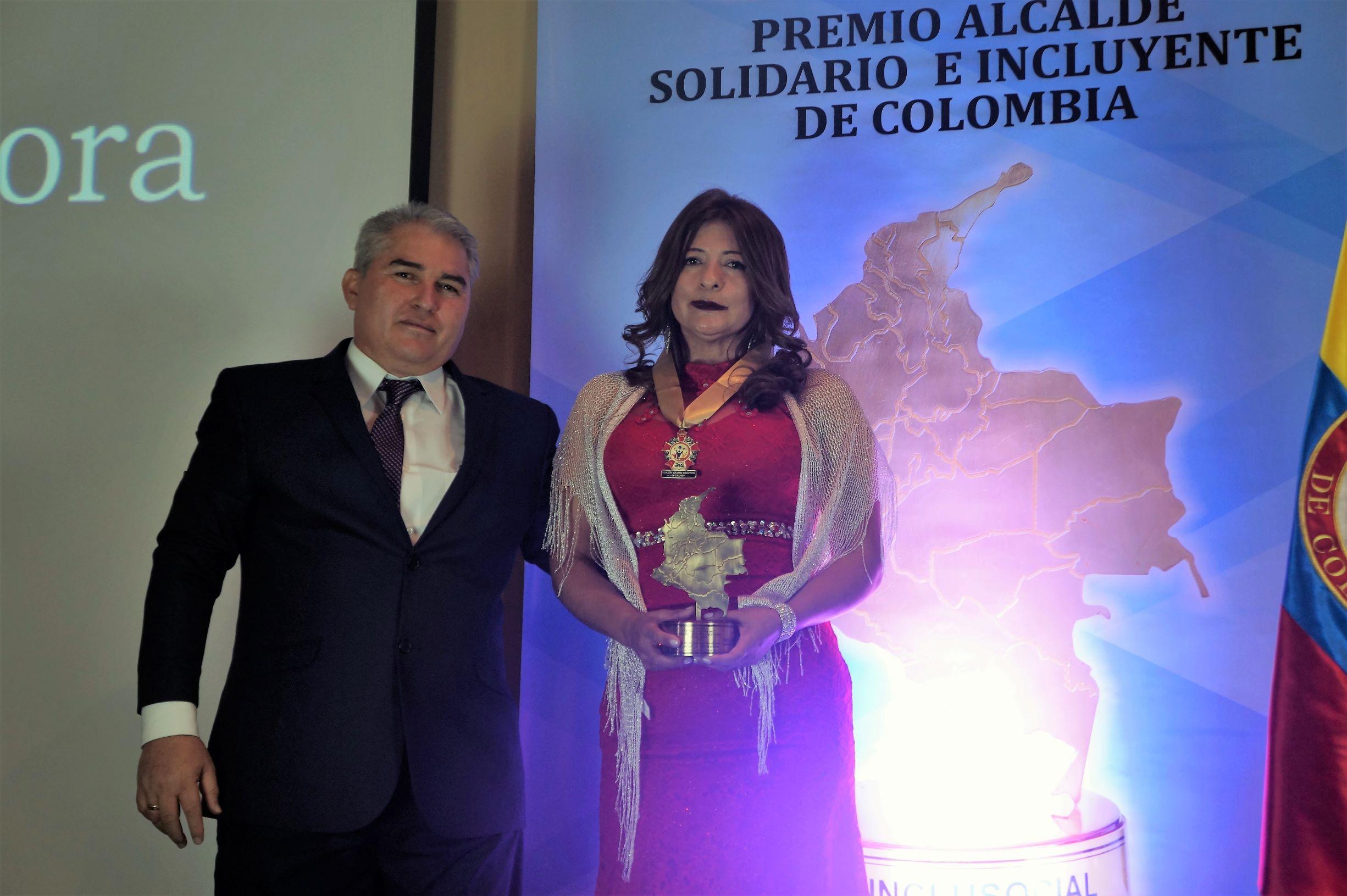 Jaqueline Castillo Mora recibió el premio «Alcaldesa Solidaria e Incluyente de Colombia 2019»