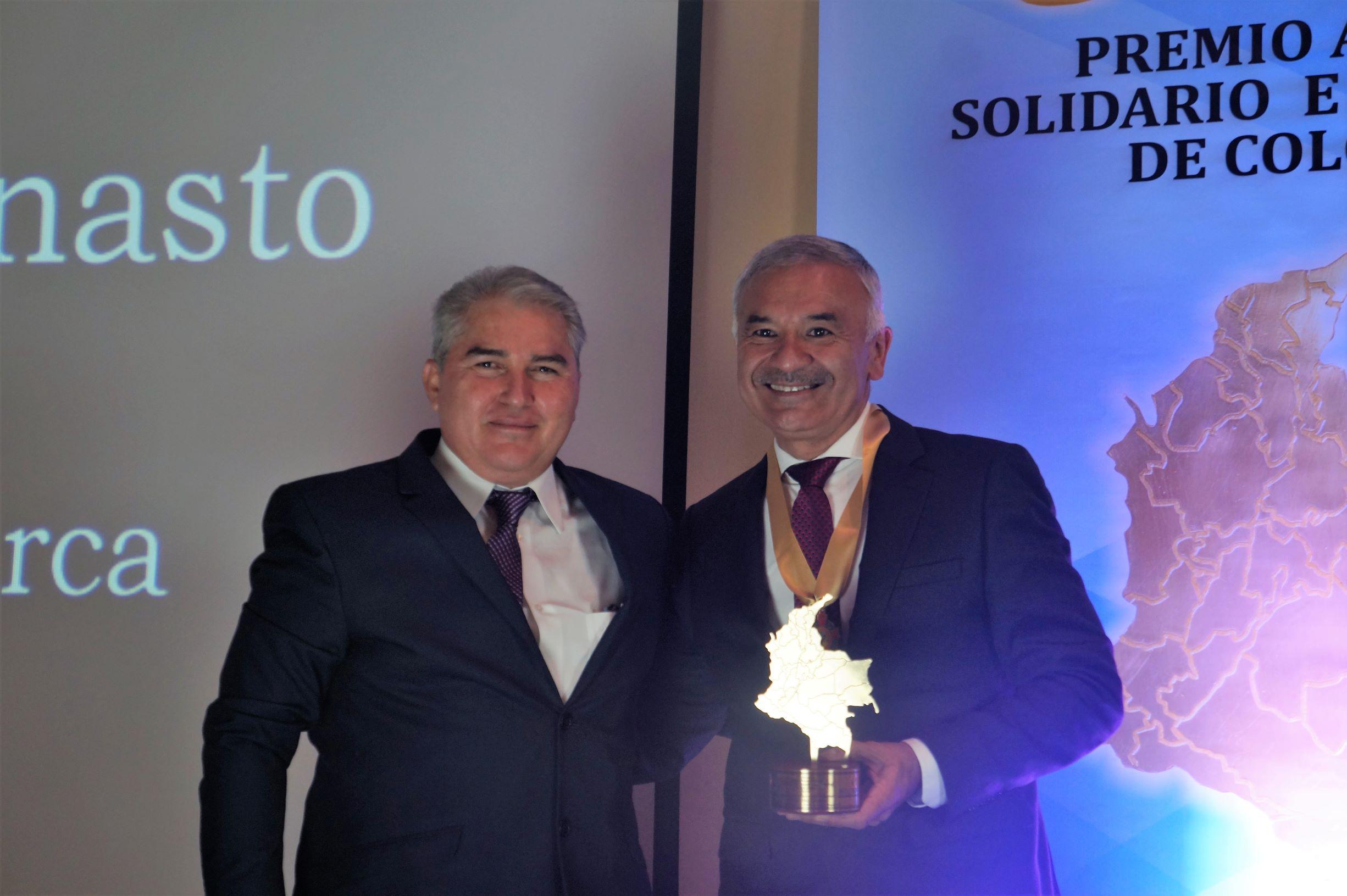 """Orlando Díaz Canasto recibió el premio """"Alcalde Solidario e Incluyente de Colombia 2019″"""