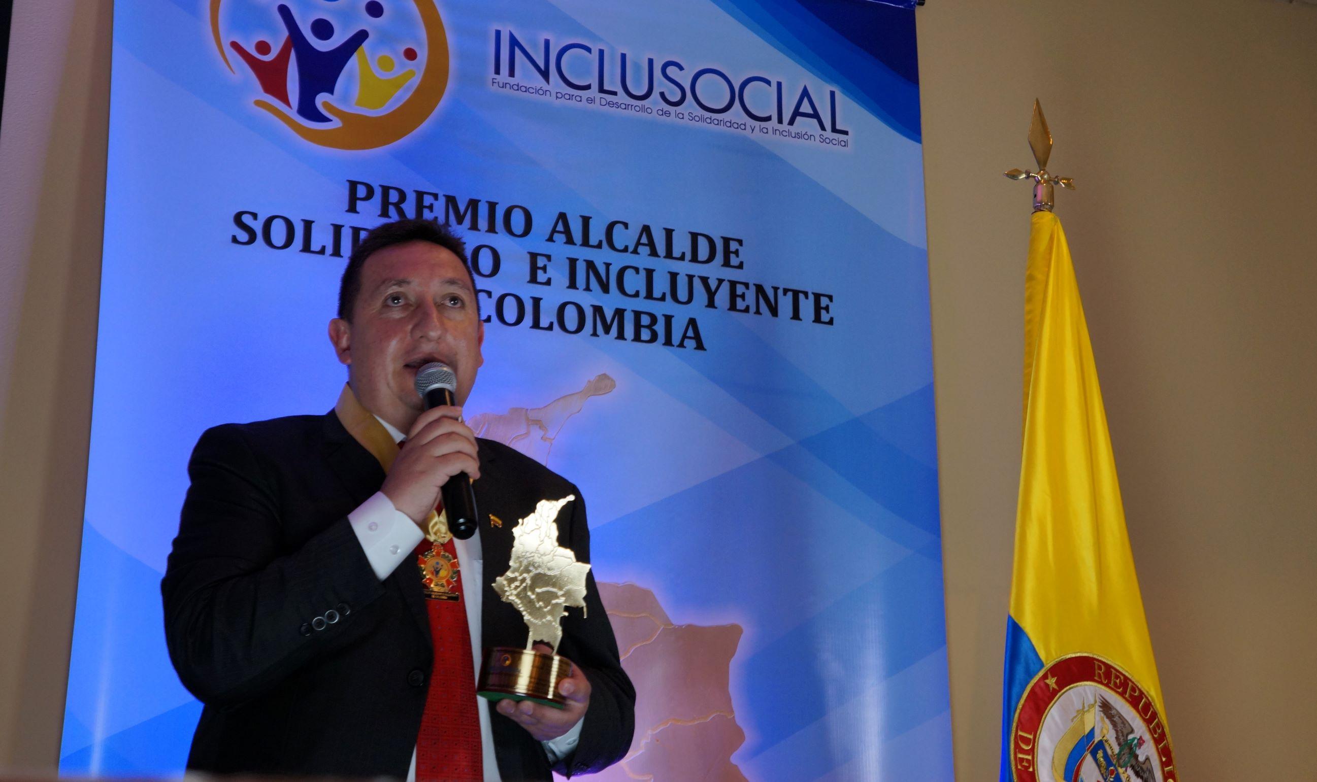 """Oscar Iván Dorado recibió el premio """"Alcalde Solidario e Incluyente de Colombia 2019″"""