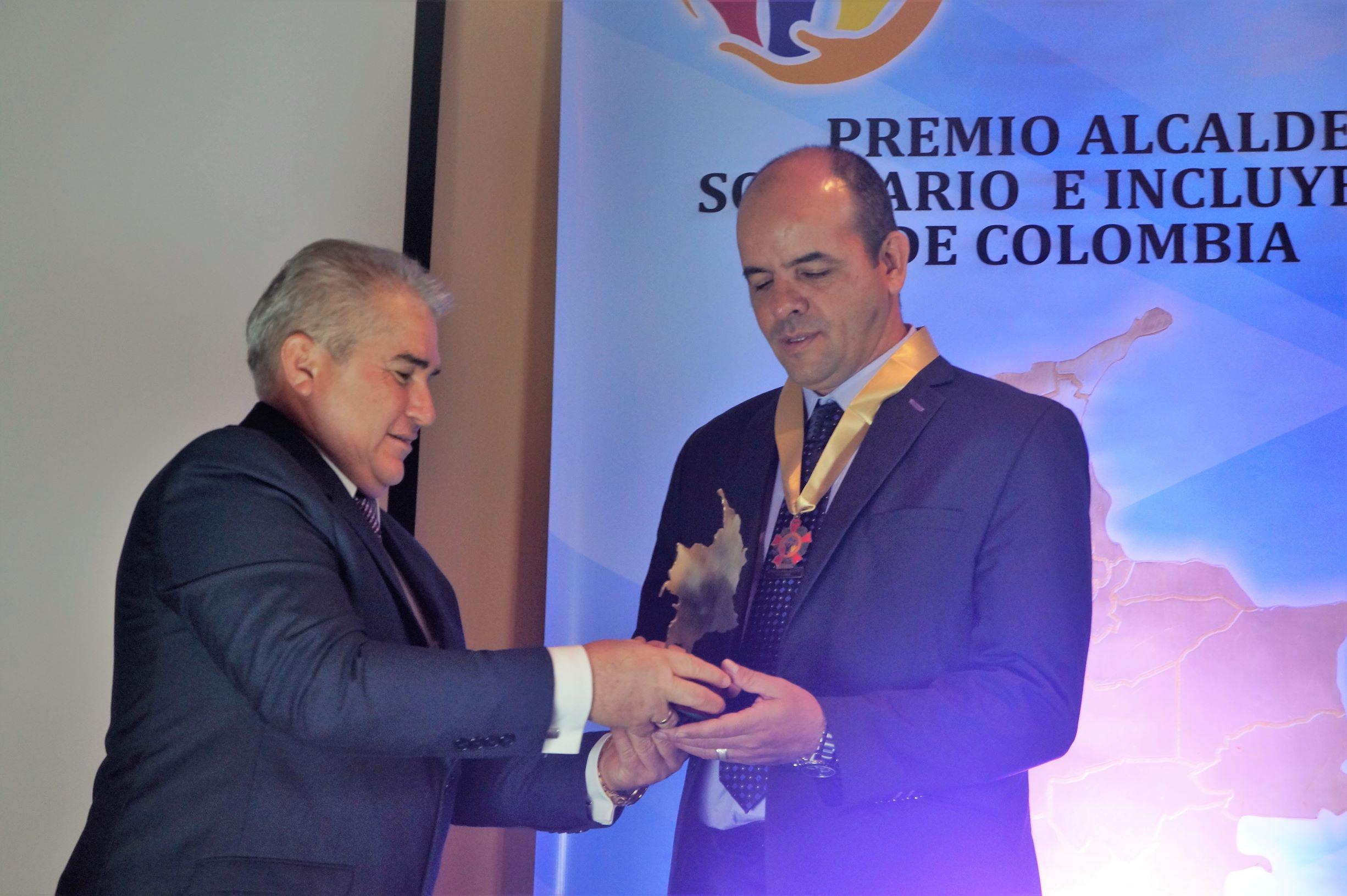 Willian Medina Caro recibió el premio «Alcalde Solidario e Incluyente de Colombia 2019»