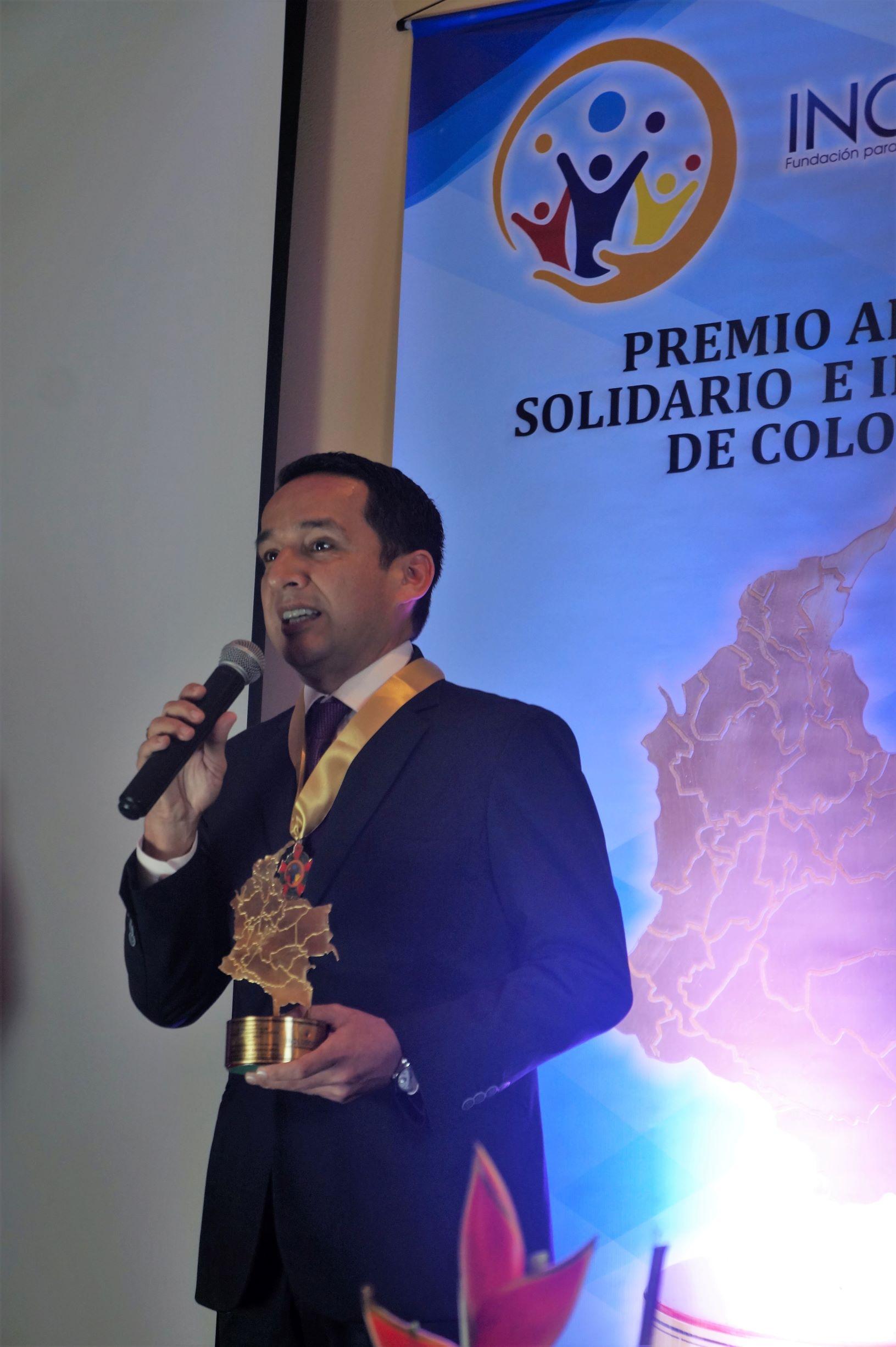 """Wilmar Barbosa Rozo recibió el premio """"Alcalde Solidario e Incluyente de Colombia 2019″"""