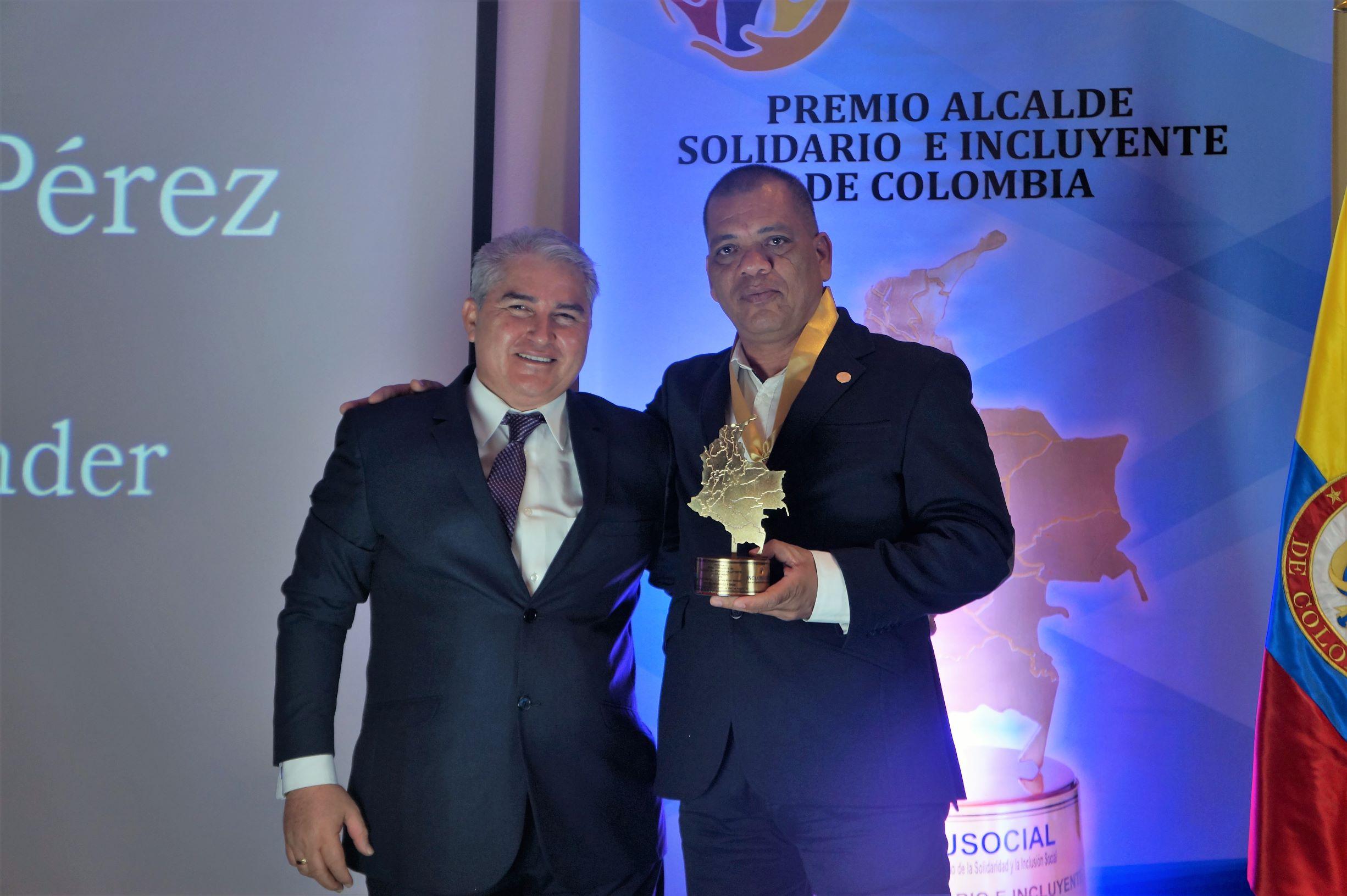 José Elías Muñoz recibió el premio «Alcalde Solidario e Incluyente de Colombia 2019»